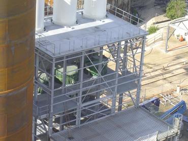 Estacade avec planchers intermédiaires enclavée - Pose silos et serrurerie