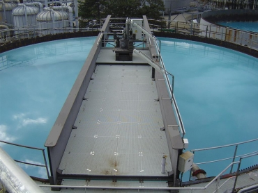 Passerelle portée 25,00m sur réservoir en activité 001