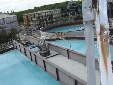 Passerelle portée 25,00m sur réservoir en activité